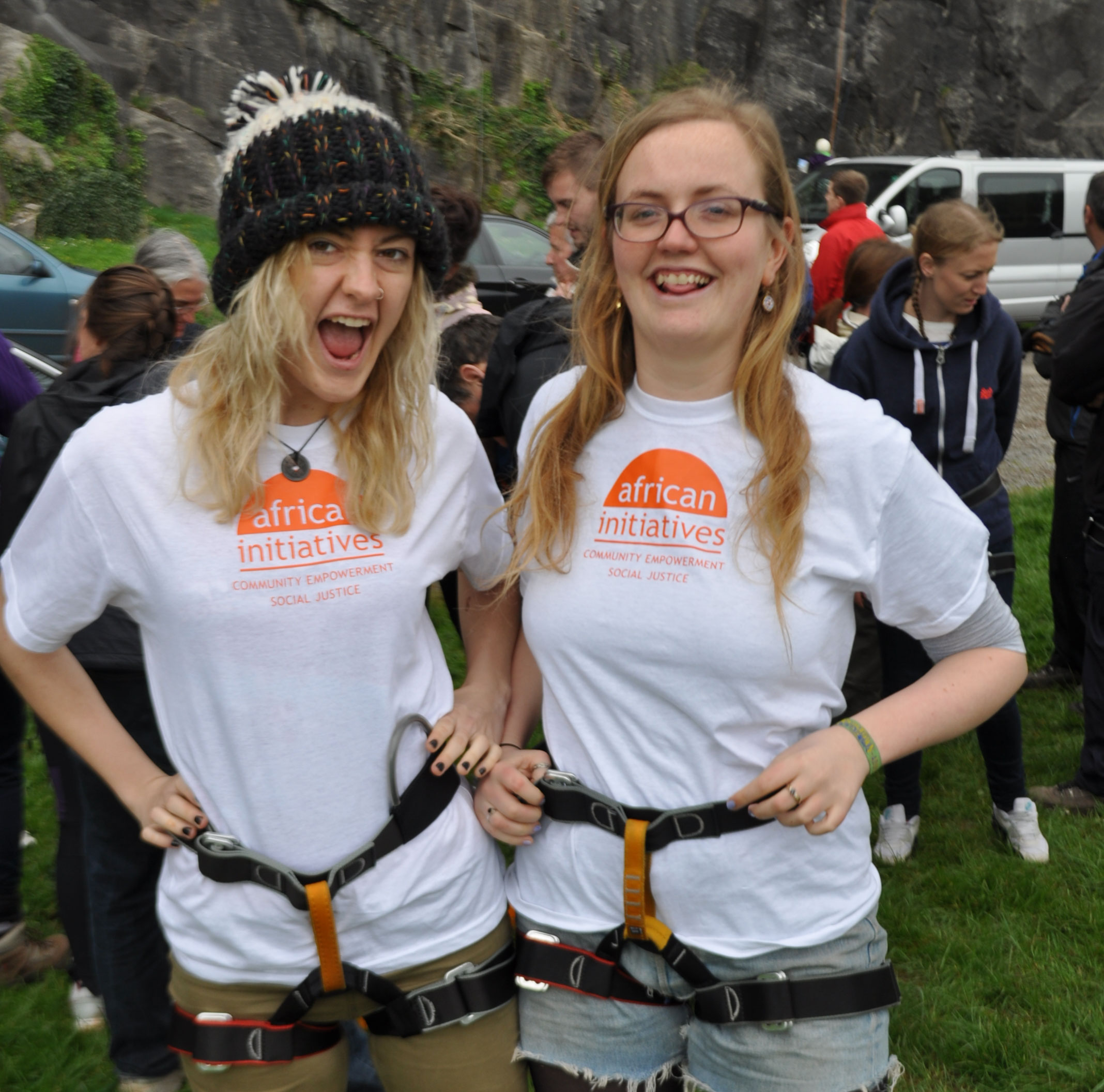 Flo-and-Charlotte-abseil-cr